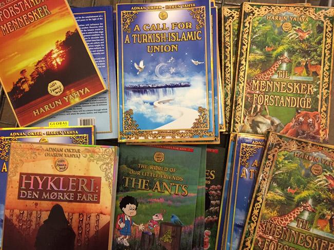 Kopenhag'da Harun Yahya kitapları ve Fosil Sergisi ...